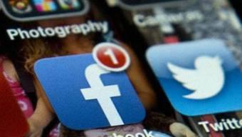Über Facebook, Twitter und Instagram wird der Hashtag verbreitet.