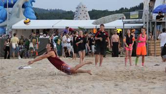 «Reach the beach» Volleyballturnier in Hendschiken