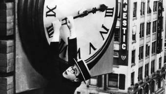 Wir hängen an der Zeit – Harold Lloyd liefert die Ikone der Filmgeschichte (er ist übrigens wirklich hinaufgeklettert).