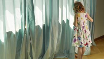 Internationale Ermittler haben nach Angaben von Europol in den vergangenen fünf Jahren 241 Opfer von Kinderpornografie identifiziert und vor weiterem sexuellen Missbrauch in Sicherheit gebracht. (Symbolbild)