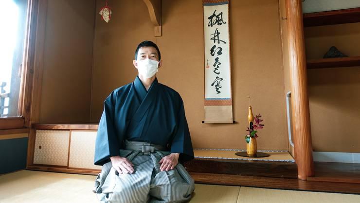 Toru Nakamura übt sich seit Jahrzehnten in der traditionellen japanischen Teezeremonie.