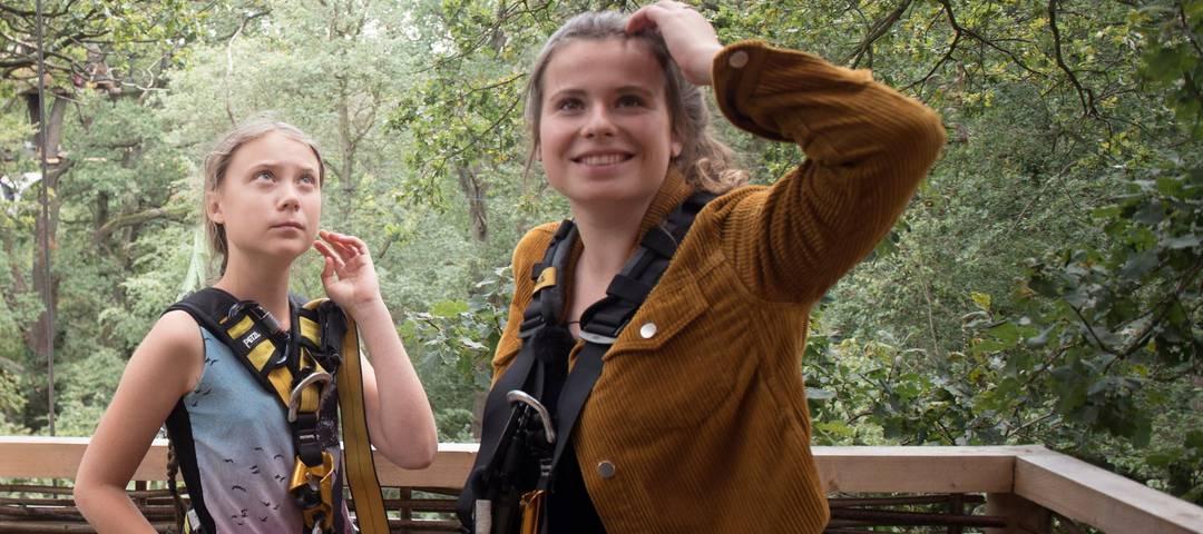 Luisa Neubauer (rechts) zusammen mit Greta Thunberg im Hambacher Forst.