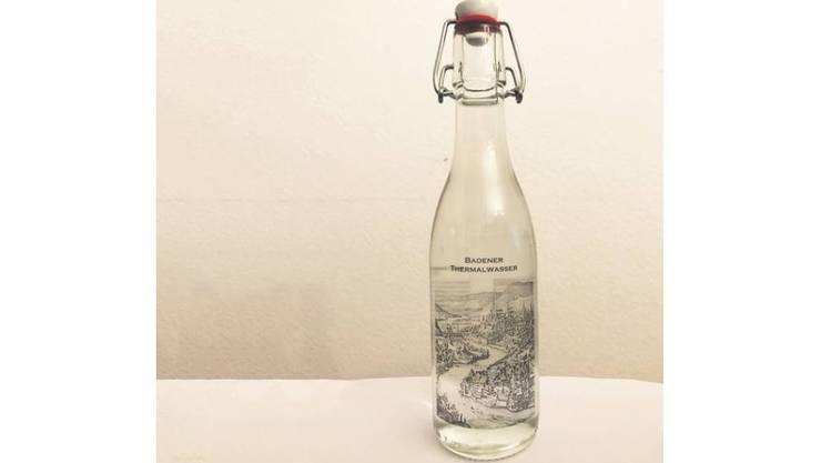 Das Thermalwasser in der Flasche