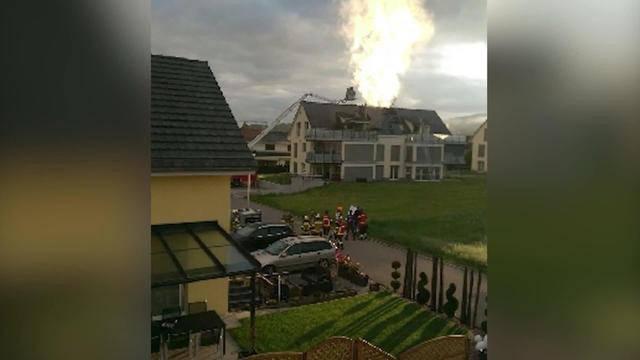 Mehrfamilienhaus in Flammen