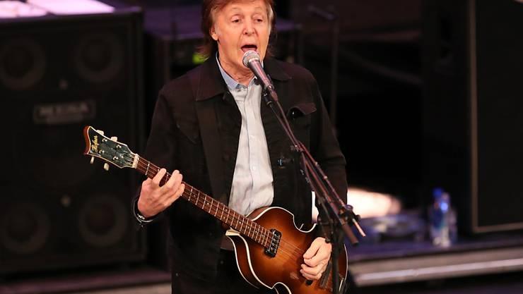 Immer weniger Bars mit Live-Musik in Grossbritannien: Ex-Beatles-Star Paul McCartney fürchtet um Auftrittsmöglichkeiten für junge Musiker. (Archivbild)