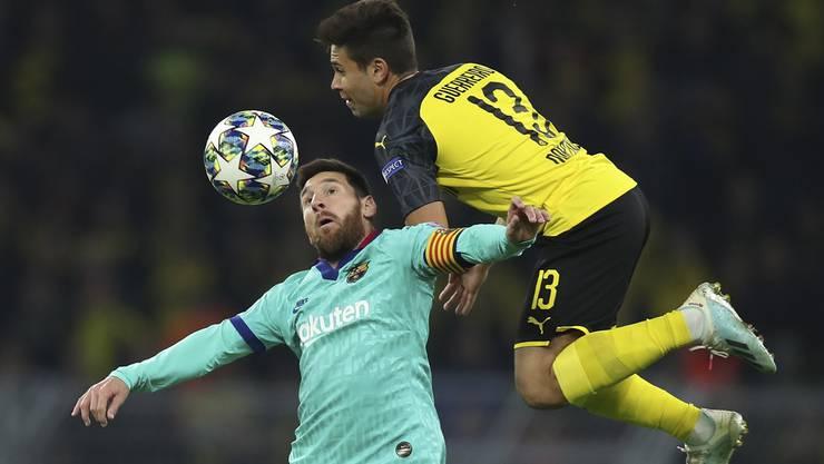 Lionel Messi (links) im Zweikampf mit Guerrero