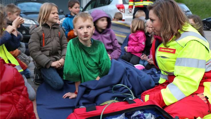 Stark gefordert: Sanitätsdienst betreut die geretteten Kinder. pro