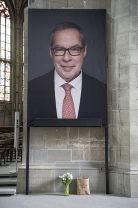 Im Berner Münster hat am Donnerstagnachmittag die Trauerfeier für den verstorbenen Alt-Stadtpräsidenten Alexander Tschäppät begonnen.