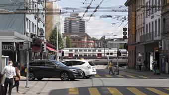 Ab 2020 soll für Autos tagsüber Schluss sein: Dann wird die Zürcher Langstrasse zeitweise autofrei. (Archivbild)