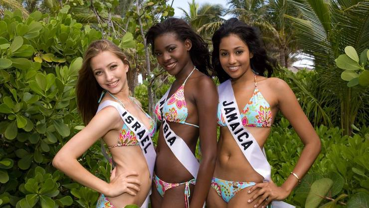 Von links nach rechts: Julia Dyment, Miss Israe; Happie Ntelamo, Miss Namibia und Carolyn Yapp, Miss Jamaica