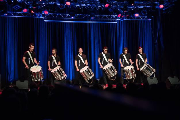 Mit ihrer grandiosen Rhythmusschau verblüfften die jungen Tambourkünstler Jung und Alt.