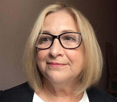 Kathryn Edson: Die Vorsteherin der «Democrats Abroad Switzerland» hat 400 Postkarten geschrieben, um neue Wähler zum Mitmachen zu motivieren.