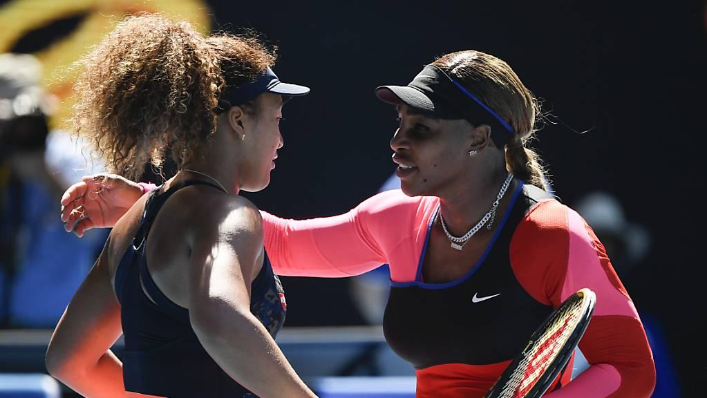 Verdiente Gratulation: Serena Williams (re.) blieb gegen Naomi Osaka chancenlos