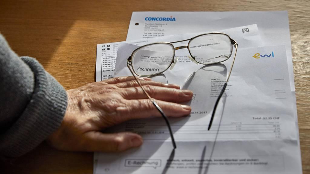 Sozialhilfebezug nach Vermögensverzicht: Regierung will Lage prüfen