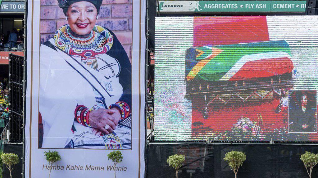 Begräbniszeremonie im Sportstadion: Winnie Madikizela-Mandela starb Anfang April, Tausende geben ihr in Soweto das letzte Geleit.