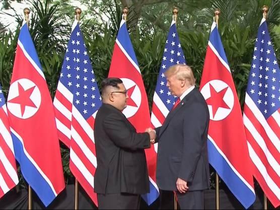 Historischer Handschlag in Singapur: Nordkoreas Machthaber Kim Jong Un und US-Präsident Donald Trump geben sich die Hand.