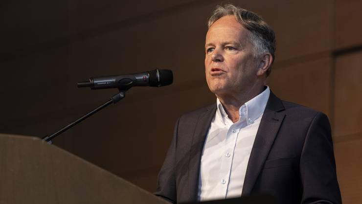 Der angeschuldigte Transportunternehmer Hans-Peter Dreier bei seiner Erklärung an der Generalversammlung der Astag Aargau in Wettingen.