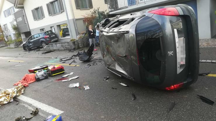 Das Auto überschlug sich.