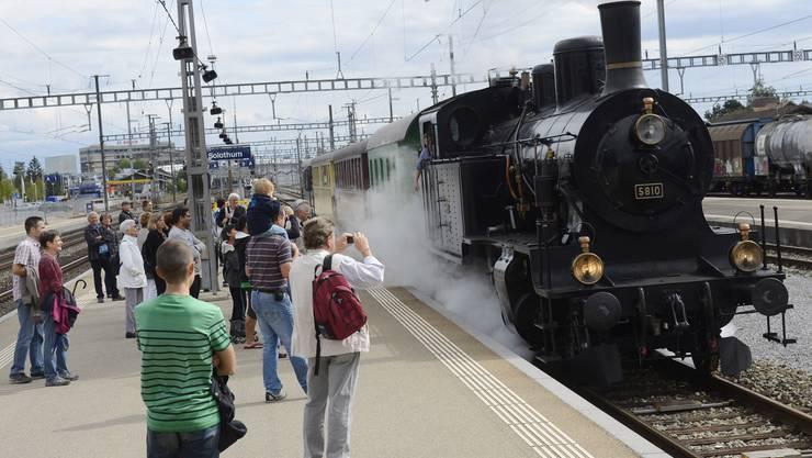 Die Damfbahn trifft zum letzten Mal im Bahnhof Solothurn ein