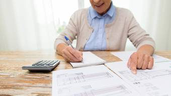 Wer mit den AHV-Beiträgen den Lebensbedarf nicht decken kann, erhält Ergänzungsleistungen. Symbolbild: Shutterstock