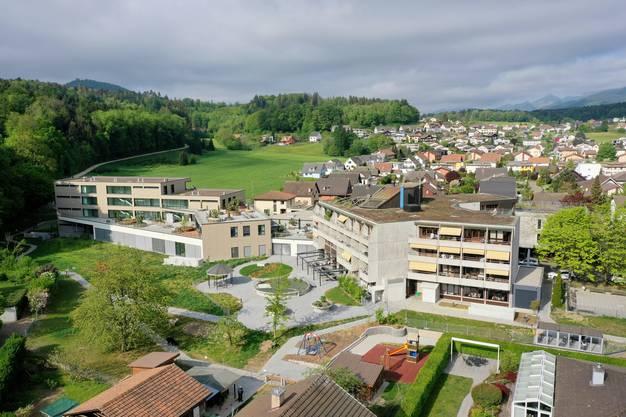 BIA-Gebäude und Gebäude Altersheim