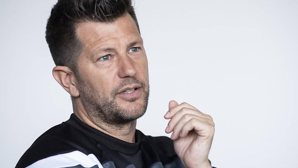 GC-Sportchef Mathias Walther gibt jetzt den Medien als Trainer Auskunft