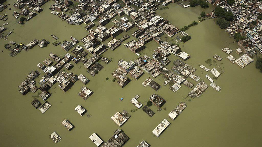 In der Stadt Allahabad im indischen Bundesstaat Uttar Pradesh stehen ganze Stadtteile unter Wasser.