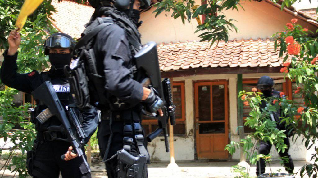 Angriff auf eine Kirche in Indonesien: Bei einem Benzinbombenanschlag starb ein zweijähriges Mädchen. (Symbolbild)