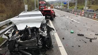 Drei Personen sind beim Unfall auf der A3 gestorben.