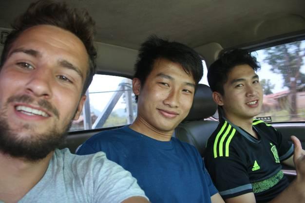 Von Lak Sao nach Ban Nape: Mae und Bi (rechts) bringen mich zwei Dörfer weiter - und kehren dann um. Einfach, weil sie so tolle Typen sind.