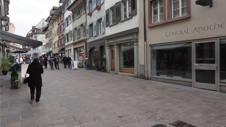 Kreativität ist gefragt: Lukas Bühlmann sieht für Ortskerne und Altstädte (im Bild: Rheinfelden) Potenzial in Hybrid-Läden, die verschiedene Angebote kombinieren. twe/archiv