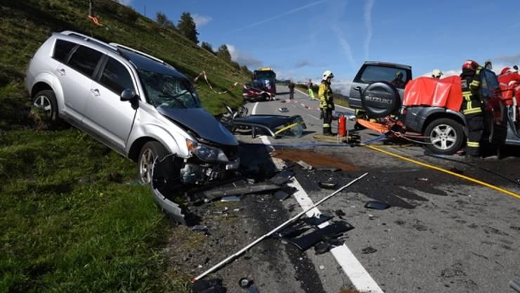 Eine Lenkerin und ein Lenker wurden beim schweren Zusammenprall am Heinzenberg verletzt.