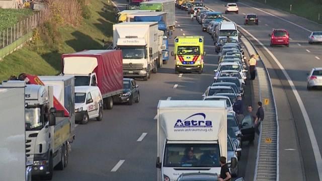 Unfall: Kilometerlanger Stau auf A1