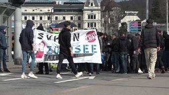 In Zürich kam es wegen der SVP-Feier zu Protesten. Die Polizei nahm rund 100 Personen in Gewahrsam.