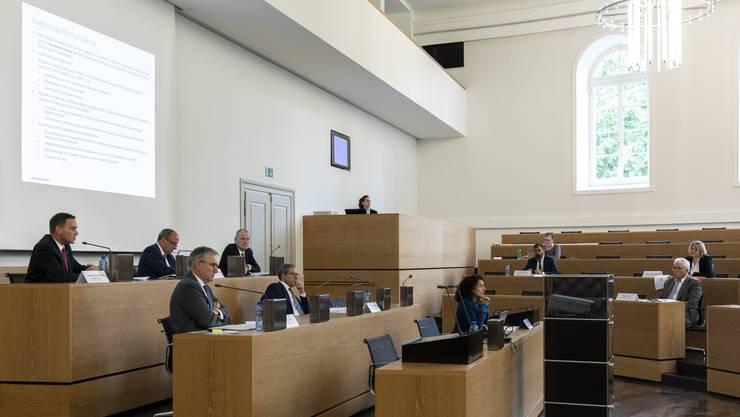 Im Grossratsgebäude Aarau lud der Regierungsrat heute zu einer Medienkonferenz zum Thema Corona ein.