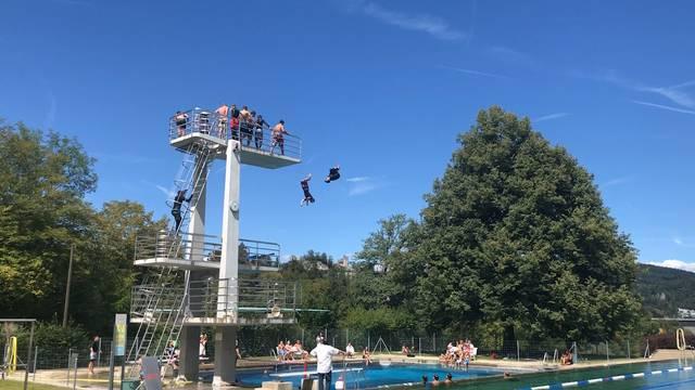 Impressionen von der Splashdiving-Show im Terrassenbad Baden