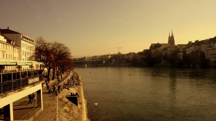 Der Rhein präsentiert sich in einer friedlichen Idylle...