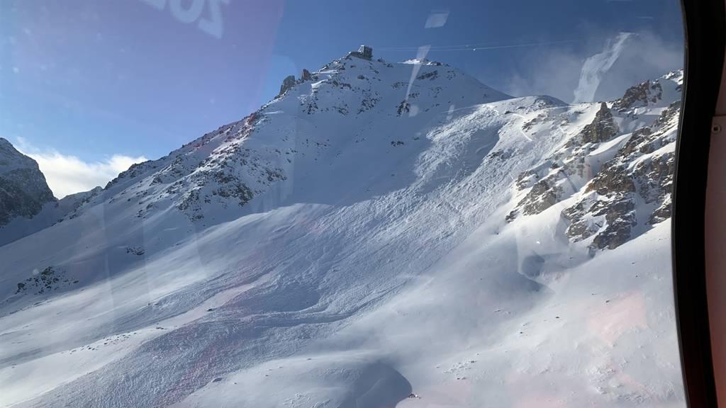 Lawine verschüttet Skifahrer – er fuhr neben der Piste