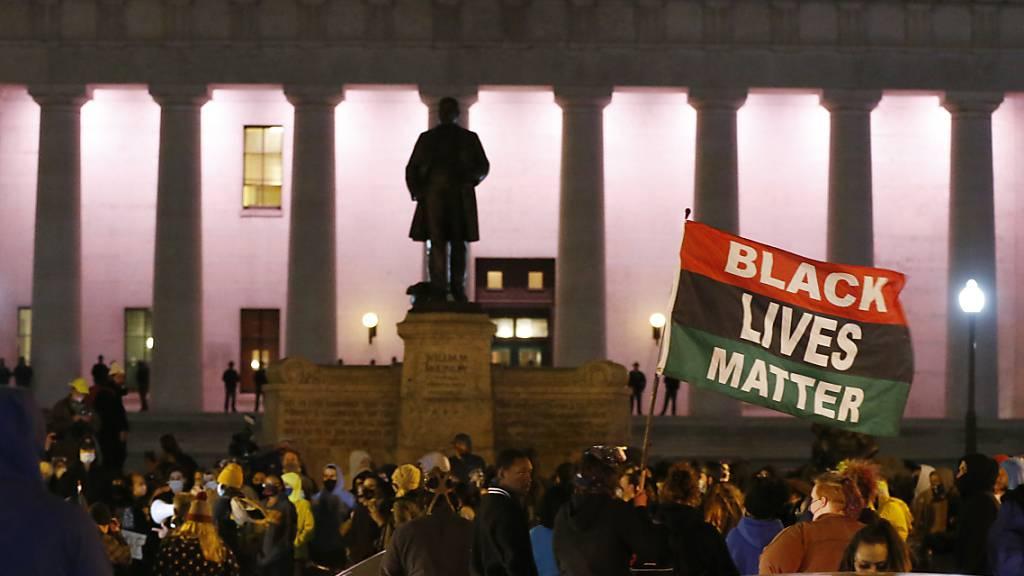 Schwarze Jugendliche durch Polizeischüsse in USA getötet