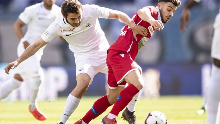 Zürichs Einwechselspieler Lewan Charabadse (links) im Kampf um den Ball gegen Sions Bastien Toma