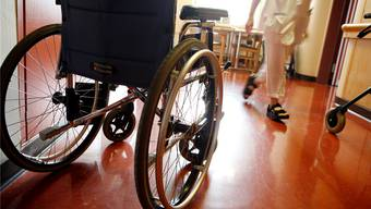 Die Regierung erhöht den Tarif für Pflegekosten.