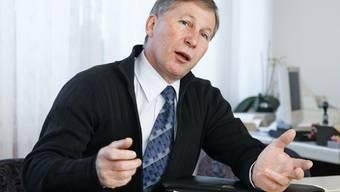 FC Aarau-Präsident Alfred Schmid ist genervt.