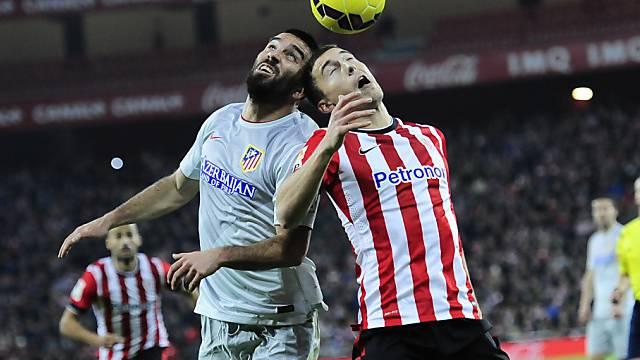 Duell zwischen Bilbaos De Marcos (rechts) und Atleticos Turan