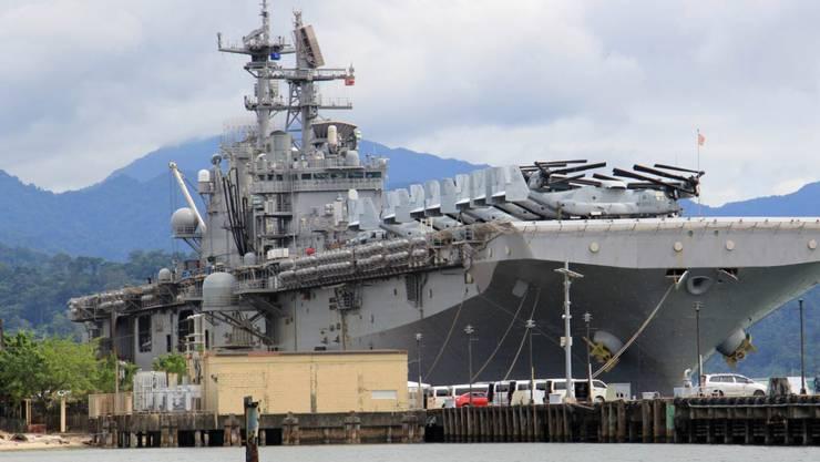Ein US-Kriegsschiff in einem philippinischen Hafen. Die Philippinen wollen künftig keine militärische Hilfe aus den USA mehr.