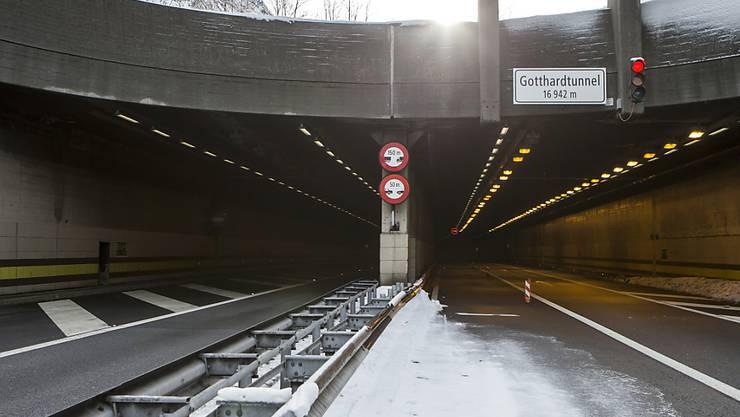 Bei Ereignisfällen im Gotthard-Strassentunnel ist die Urner Kantonspolizei für die Verkehrsführung zuständig. (Archivbild)