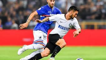 Inters Matteo Politano enteilt Nicola Murru von Sampdoria Genua