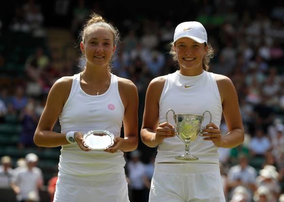 2018 stand Küng (l.) in Wimbledon bei den Juniorinnen im Final.