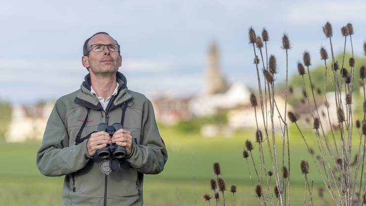 Matthias Griesser überzeugte Landwirte davon, Lücken in ihren Feldern zu schaffen, damit dort die Feldlerche nisten kann.
