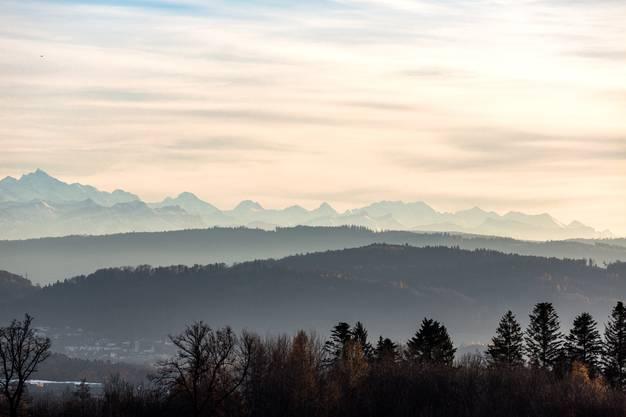 Eindrückliches Alpenpanorama am 22. November 2017 auf der Baldegg in Baden.