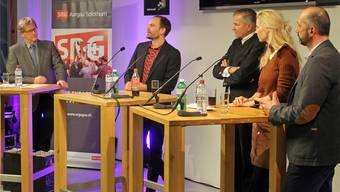 Auf die Fragen von Peter Moor (ganz links) fanden (v.l.) Pierre Hagmann (EHCO), Daniel Brunner (Helvetia), Claudia Lässer (Teleclub) und Notker Ledergerber (SRF) in der Analyse des TV-Sports zu grosser Einigkeit.